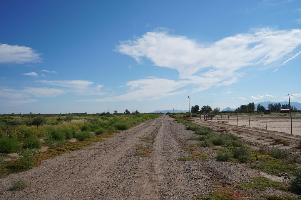 End of El Bordo Rd facing E