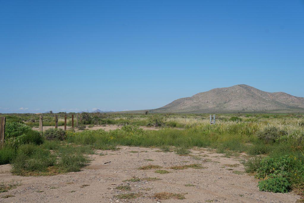 End of El Bordo Rd facing W